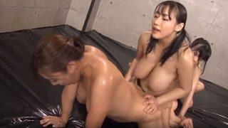 【xvedevos.日本人】れずビアンが女の穴に入れる動画