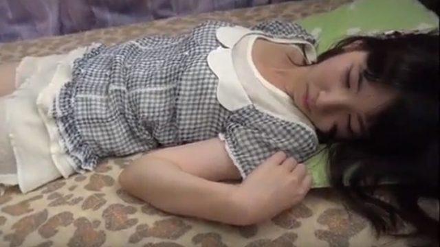 【xvedevos.日本人】ろリコン好きな男のちくびなめ無料動画