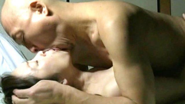 【じじいとばばあのせっくす】病院で陰部全開なスキンヘッドオヤジ