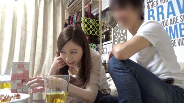 【人褄動画チューブ】イケメンにお持ち帰りされた人妻が浮気の証拠を隠し撮りされる