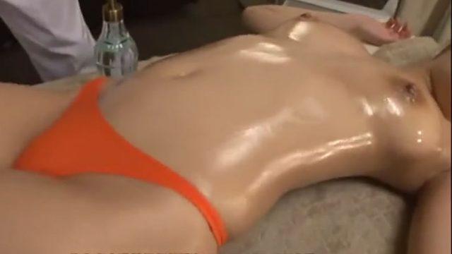 【マンコーチンコー画像】オイルマッサージ 女性 媚薬松嶋葵の無料動画