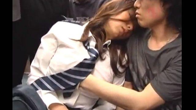 【xvdevo.ja】バスで寝ている女性がイケメンに乳もみナンパ vol5