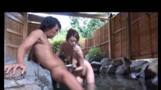 【x-videsos 激しい 臼井さとみ】露天風呂で襲われる新人リポーター